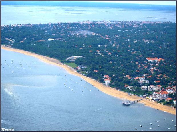 Le Bassin et le rivage d'Arcachon et ses plages, ses quartiers Péreire et Le Moulleau avec sa jetée , Bassin d'Arcachon (33) vu du ciel