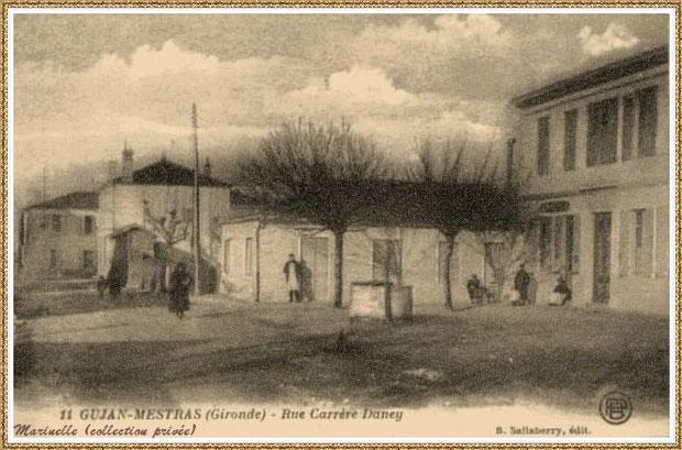 Gujan-Mestras autrefois : ancienne Rue Carrère Daney (devenue Rue Jules Barat) ici à l' angle(de nos jours) de la rue Jules Barat et de l'Impasse Gambetta, Bassin d'Arcachon (carte postale, collection privée) - autre vue