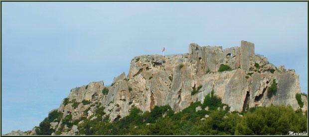 Le Donjon, Château des Baux-de-Provence, Alpille (13), vu depuis la vallée sur la D27 venant de Maussane-les-Alpilles