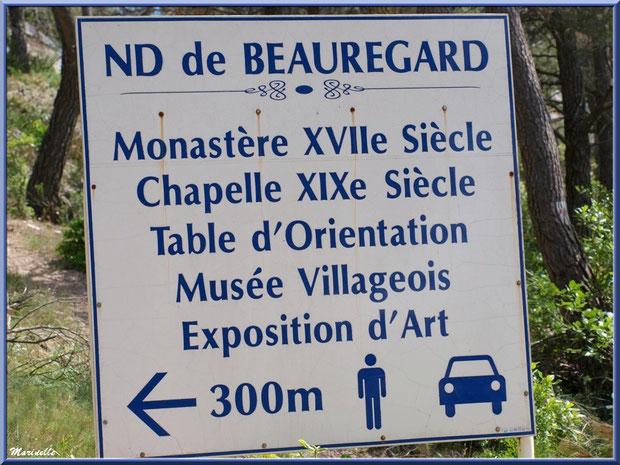 Panneau à l'entrée de l'étroite route (presque un chemin goudronné) menant à la chapelle Notre Dame de Beauregard, village d'Orgon, entre Alpilles et Lubéron (13)