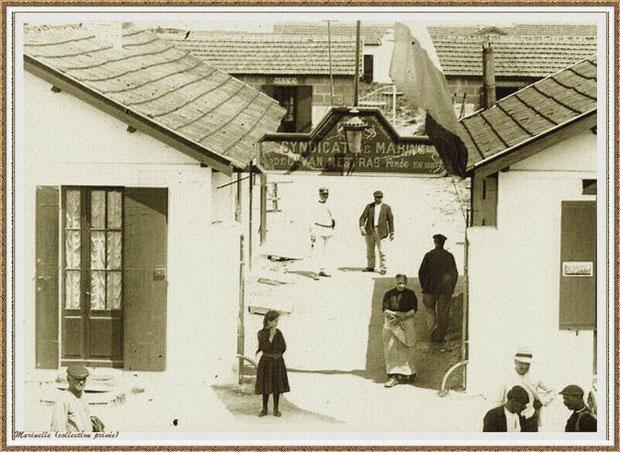 """Gujan-Mestras autrefois : l'entrée du Sydicat des Marins avec, à droite, le café-restaurant """"Café Landais"""" (Rue des Entrepôts puis Rue de l'Yser) , Bassin d'Arcachon (carte postale, collection privée)"""