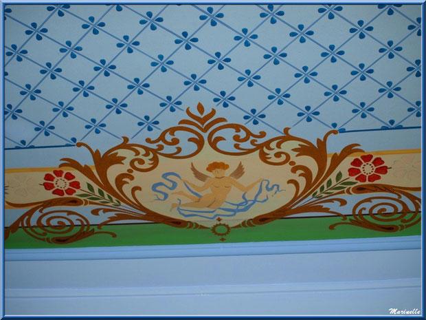 Fresque en bordure du plafond, identique au-dessus de 4 murs