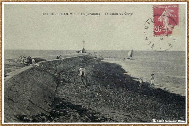 Gujan-Mestras autrefois : vers 1910-1920, la Jetée du Christ, la plage et l'entrée d'une pinasse à voile au Port de Larros, Bassin d'Arcachon (carte postale, collection privée)