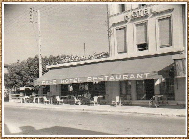 """Gujan-Mestras autrefois : Cours de la République avec l'hôtel """"Les Pyrénées"""", Bassin d'Arcachon (carte postale, collection privée)"""