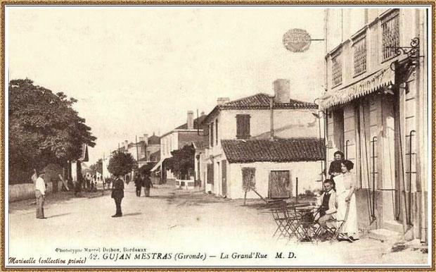 Gujan-Mestras autrefois : en 1910, Cours de la Réplique (la Grand'Rue à l'époque) avec, à droite au premier plan, le commerce qui deviendra l'Hôtel des Pyrénées, Bassin d'Arcachon (carte postale, collection privée)