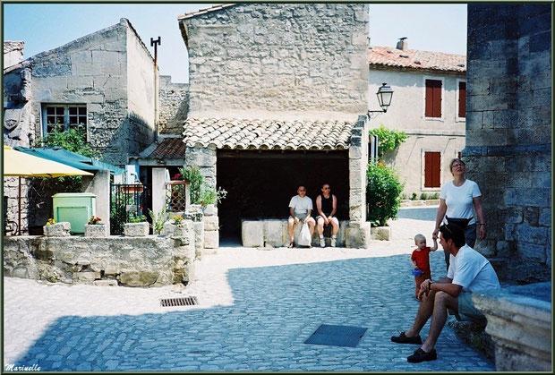 Lavoir des Porcelets (au milieu de la photo), Baux-de-Provence, Alpilles (13)