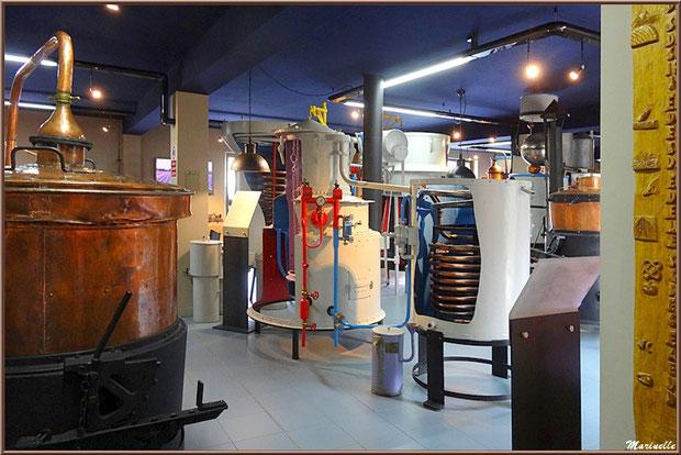 """Le """"Musée de la Lavande"""" à Coustellet (84) : alambics"""