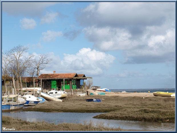 """Arcachon, """"Ville d'Automne"""" et son petit port de l'Aiguillon, cabanes et bateaux, Bassin d'Arcachon"""