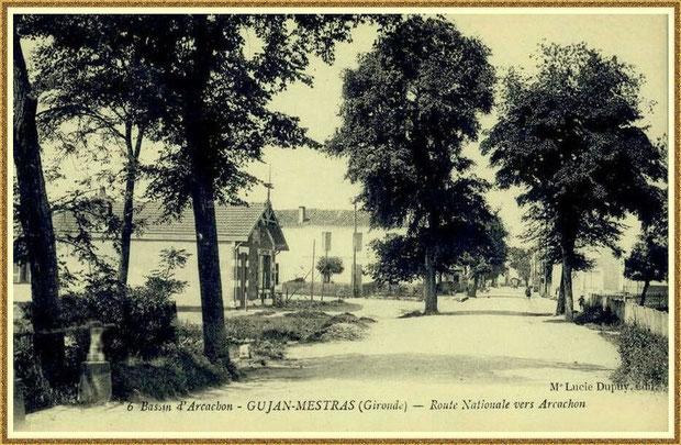 ujan-Mestras autrefois : Cours de Verdun (sens direction Arcachon), à l'époque Route Nationale, au niveau du petit pont, Bassin d'Arcachon (carte postale, collection privée)