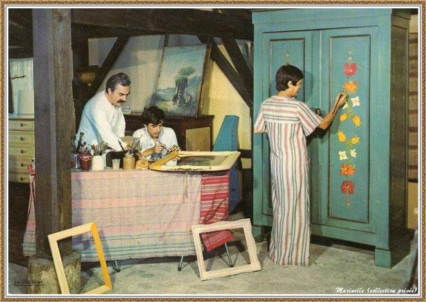 Gujan-Mestras autrefois : Atelier peinture sur bois au Village Médiéval d'Artisanat d'Art de La Hume, Bassin d'Arcachon (carte postale, collection privée)