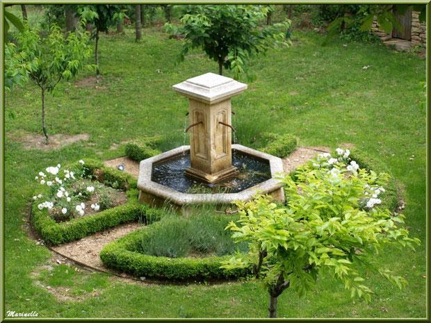 Jardin privé avec sa fontaine - Goult, Lubéron - Vaucluse (84)
