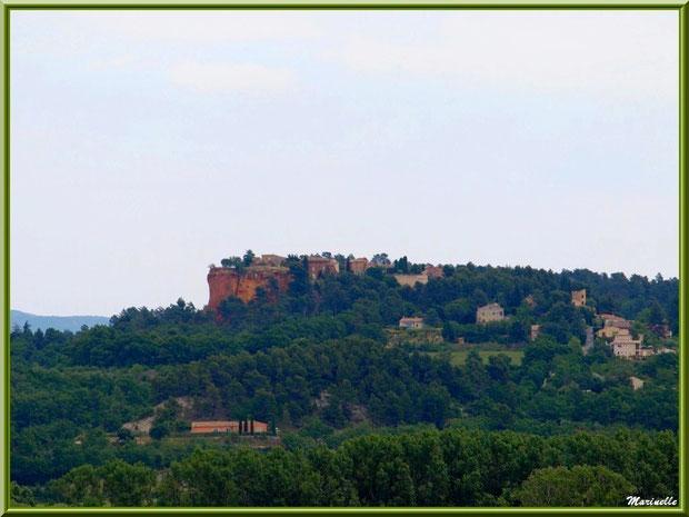 Le village perché de Roussillon sur les falaises d'ocres, Lubéron (84)