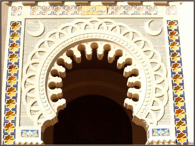 Chapelle Algérienne, façade, détail haut du porche,  Village de L'Herbe, Bassin d'Arcachon (33)