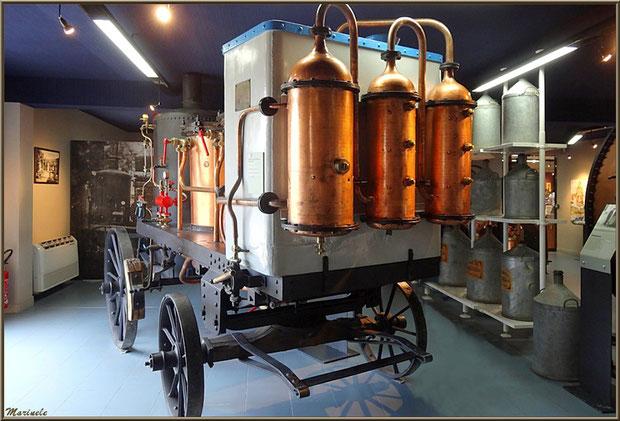 """Le """"Musée de la Lavande"""" à Coustellet (84) : alambic itinérant"""