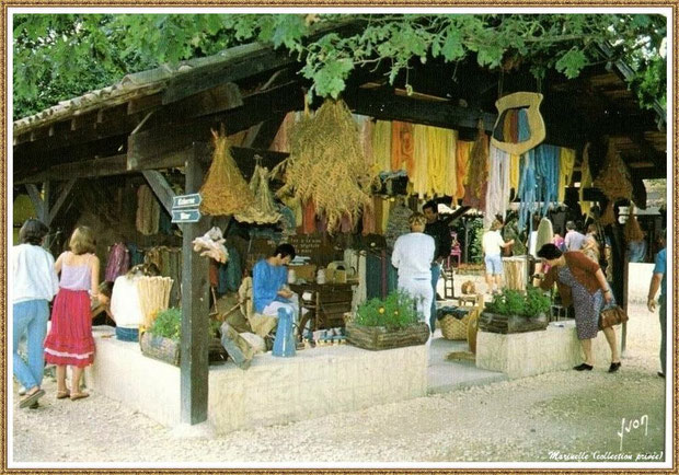 Gujan-Mestras autrefois : la boutique du fileur de laine au Village Médiéval d'Artisanat d'Art de La Hume, Bassin d'Arcachon (carte postale, collection privée)