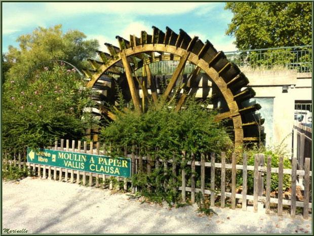 """La roue à eau extérieure du moulin à papier """"Vallis Clausa"""", Fontaine de Vaucluse, Pays de La Sorgue, Vaucluse (84)"""