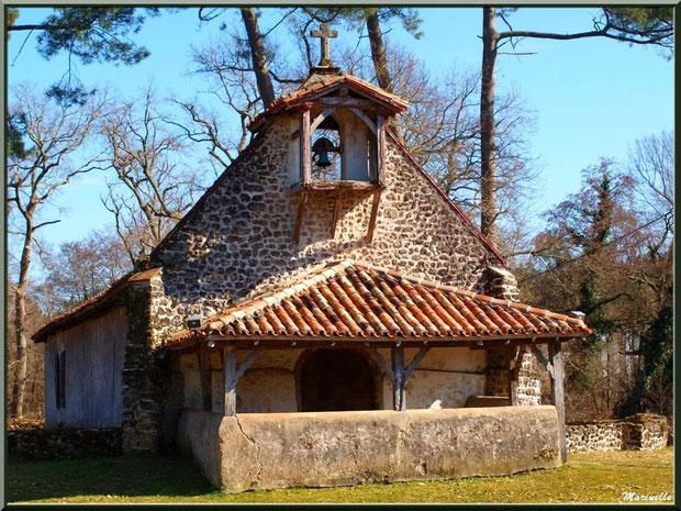 Chapelle Saint-Roch, au milieu de son airial, à Saugnacq-et-Muret (40)