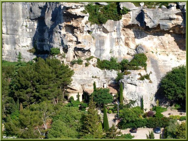 Vue panoramique sur le village en contrebas depuis la cité des Baux-de-Provence, Alpilles (13)
