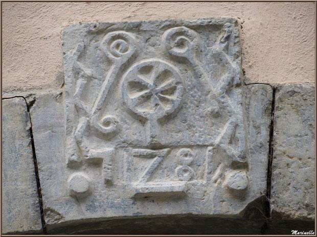 Haut de porte ancien au village d'Aas, Vallée d'Ossau (64)