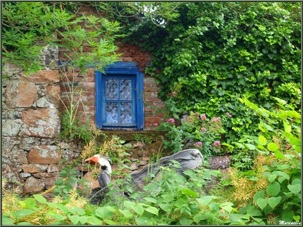 Petite fenêtre et jardinet en bordure du Trieux, Pontrieux, Côte d'Armor (22)