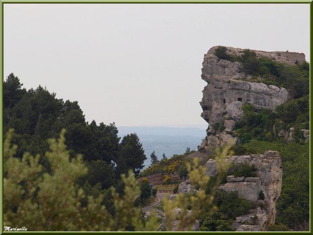 Le Val d'Enfer et sa route en descendant du village des Baux-de-Provence, Alpille (13)