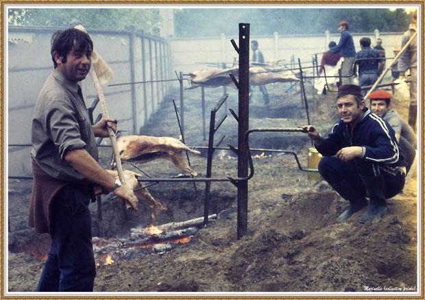 """Gujan-Mestras autrefois : Les joies du tournebroche de la Foire aux Huitres pour le restaurant """"L'Huître Joyeuse"""", Bassin d'Arcachon (collection privée)"""