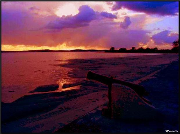 Un des deux canons sur un côté de la jetée à Arès, au coucher du soleil (Bassin d'Arcachon)