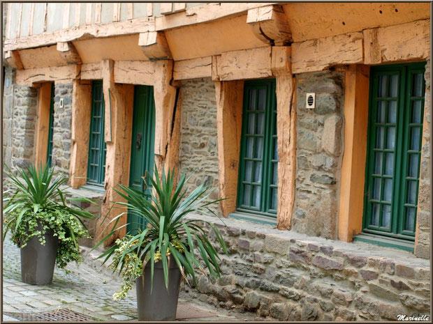 Façade d'une maison ancienne en centre ville de Pontrieux (Rue des Fontaines), Côte d'Armor (22)