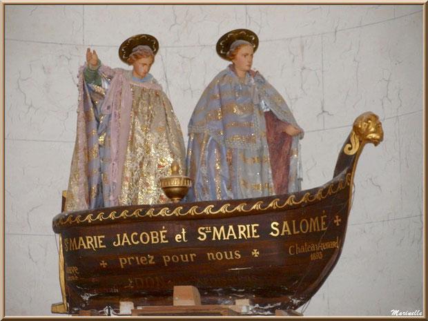 Chapelle Notre Dame de Beauregard, village d'Orgon, entre Alpilles et Lubéron (13) : ex-voto représentant les Saintes, Sainte Marie Jacobé et Sainte Marie Salomé, dans leur barque  (copie de la statue de l'église des Saintes-Maries-de-la-Mer en Camargue)