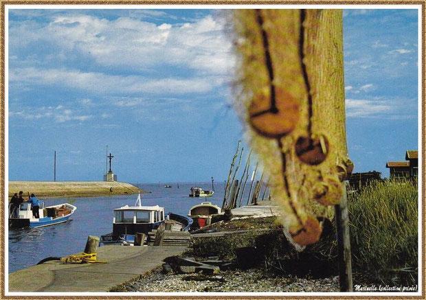 Gujan-Mestras autrefois : Départ bateaux chalands pour les parcs, Port de Larros et Jetée du Christ, Bassin d'Arcachon (carte postale, collection privée)