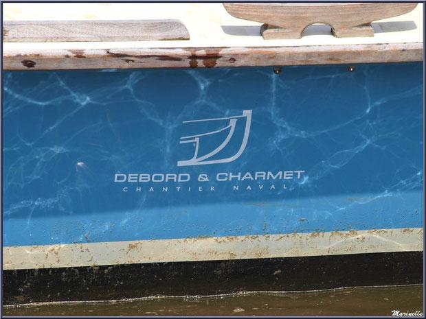 Détail de la coque d'une pinasse sur le départ pour la pêche à la sardine - Fête du Retour de la Pêche à la Sardine 2014 à Gujan-Mestras, Bassin d'Arcachon (33)