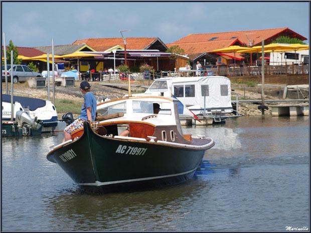 Pinasse revenant de la pêche à la sardine - Fête du Retour de la Pêche à la Sardine 2014 à Gujan-Mestras, Bassin d'Arcachon (33)
