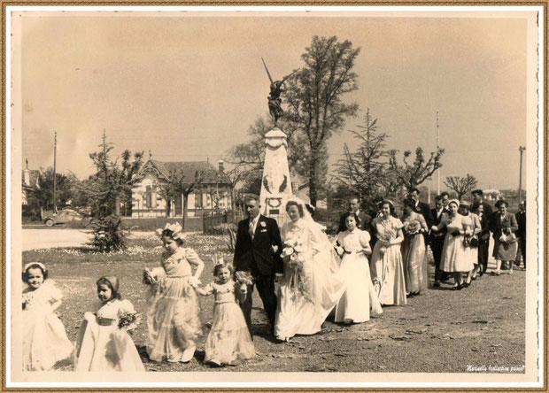 Gujan-Mestras autrefois : en 1950, en route vers la mairie, le mariage de ma maman avec son cortège (les enfants en grande tenue, ma maman et son papa, les desmoiselles d'honneur et la famille), Bassin d'Arcachon (photo de famille, collection privée)