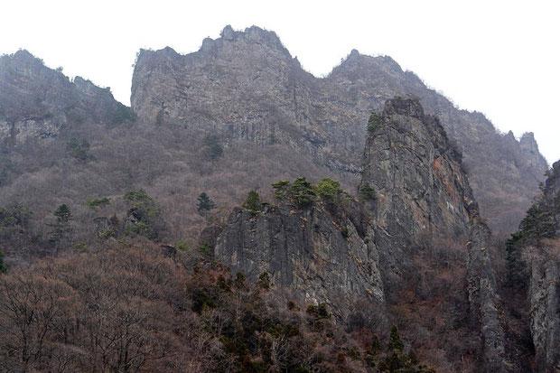 妙義山 赤城山、榛名山と共に上毛三山の一つ  2007.04.01