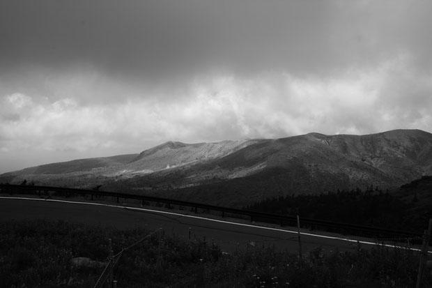 草津白根山を北方より望む