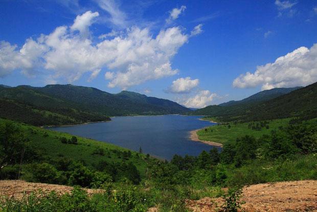 野反湖を訪れると、必ずこの風景を眺める