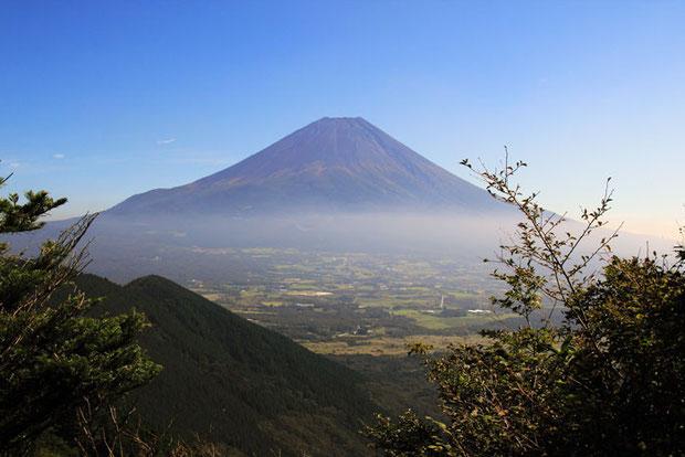 富士山が眺められる、気持ちがよい場所で昼食です