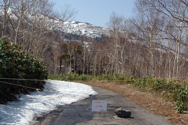 ダムやキャンプ場に通ずる道は、まだ立ち入り禁止でした