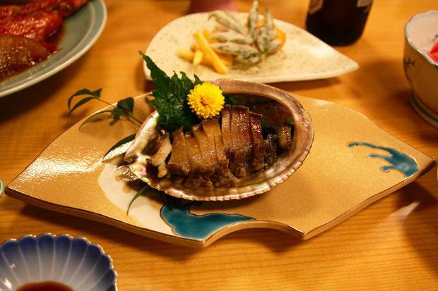 柔らかく香り高いアワビのステーキ この後おいしい肝焼きもいただきました
