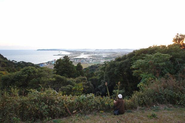 太東崎は小さな山になっています。周囲は平坦な土地なので、眺めがいい