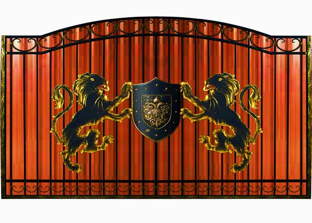 Кованые ворота со львами.