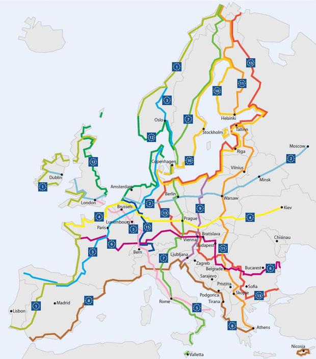 """Carte des """"autoroutes"""" à Vélo qui traversent l'Europe"""