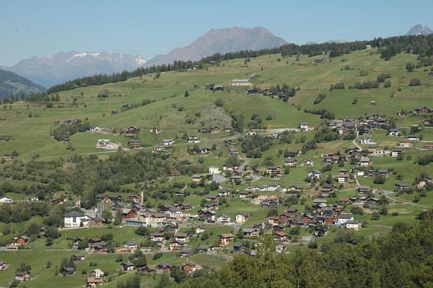 Het dorp Bürchen vanuit Unterbäch fotografiert