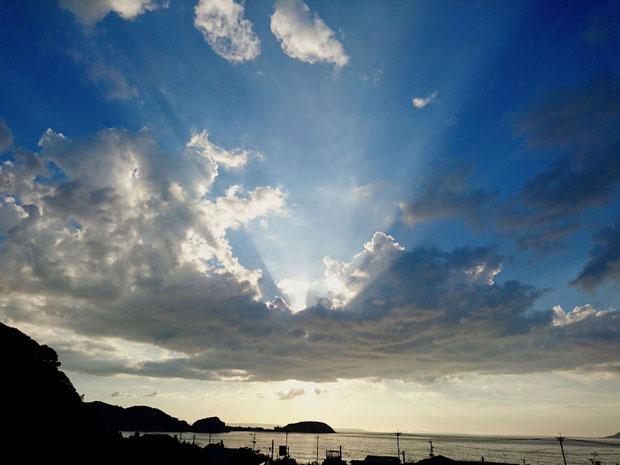 糸島市の空、太陽光線 Crepuscular rays, sunbeams