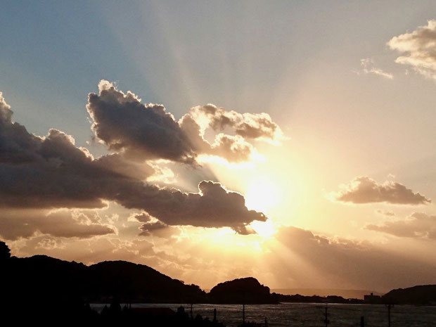 福岡県糸島市の夕日、龍ドラゴンの雲 Dragon cloud