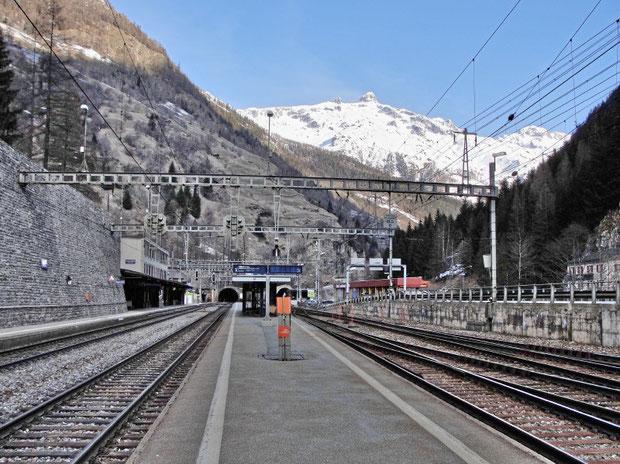 Goppenstein Bahnhof (im Hintergrund das Hockenhorn)