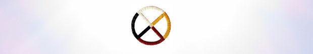 ❦ Medicine Wheel メディスン・ホイール「聖なる輪」「生命の輪」ネイティブ・アメリカンに受け継がれてきた考え方で、土台となる輪は始まりも終わりもない全ての生命が大いなるサイクルのなかで循環し、つながっている世界観を表します。『聖なる環』はそれぞれの民族・宗教が調和した状態を示すものでもあります。