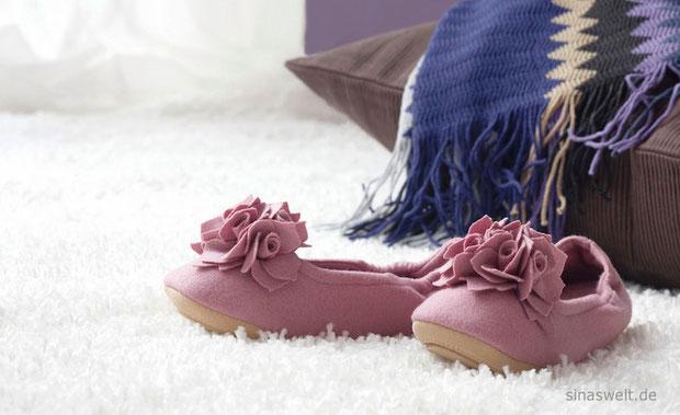 Teppich, Hausschuhe, Bodenkissen