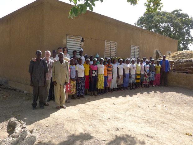 Mädchenschule beim Besuch der Delegation 2014