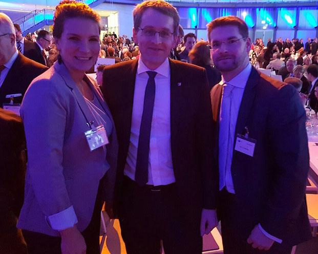 vl. Kreissprecherin Katrin Krüger, Ministerpräsident Daniel Günther, Kim Simmerlein